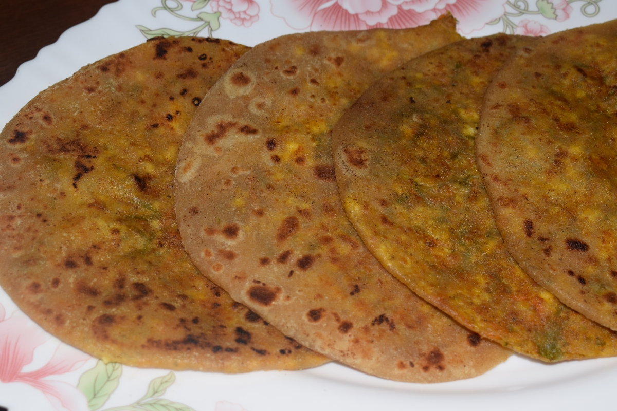 Paneer Veggies Paratha Recipe